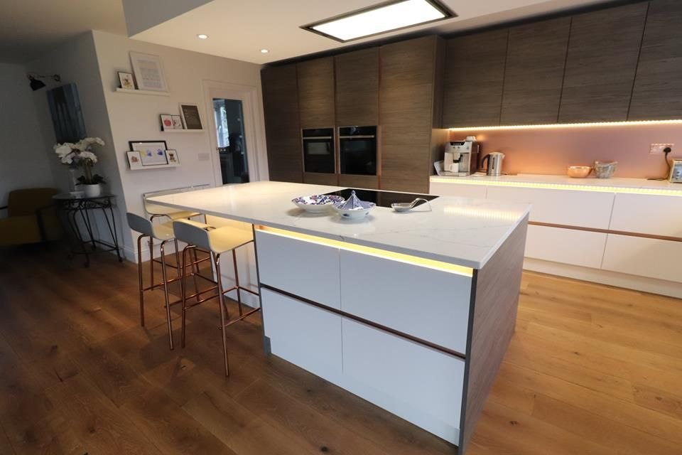 Another Beautifully Finished Kitchen In Camberley Linden Graphite Fleetwood Mixed With Bellever Matt White Aluma And Copper Kitchen Copper Handles Home Decor