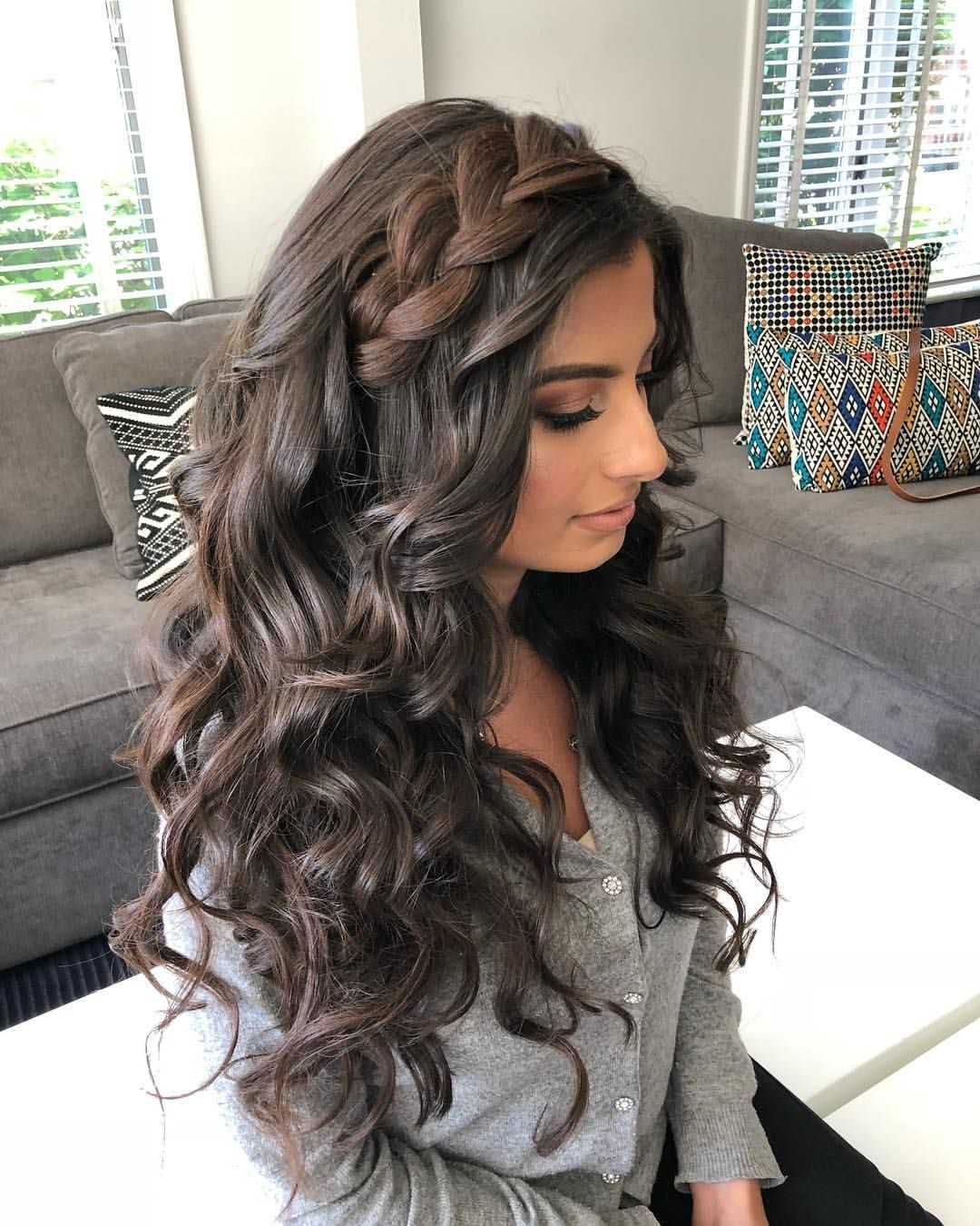 Marielle Azar Dror On Instagram Big Hair Don T Care Makeup By Glossipgirl Biggerthebett In 2020 Quince Hairstyles Wedding Hairstyles For Long Hair Hair Styles