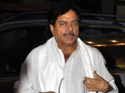 Shatrughan Sinha undergoes bypass surgery, is heading to recovery now!