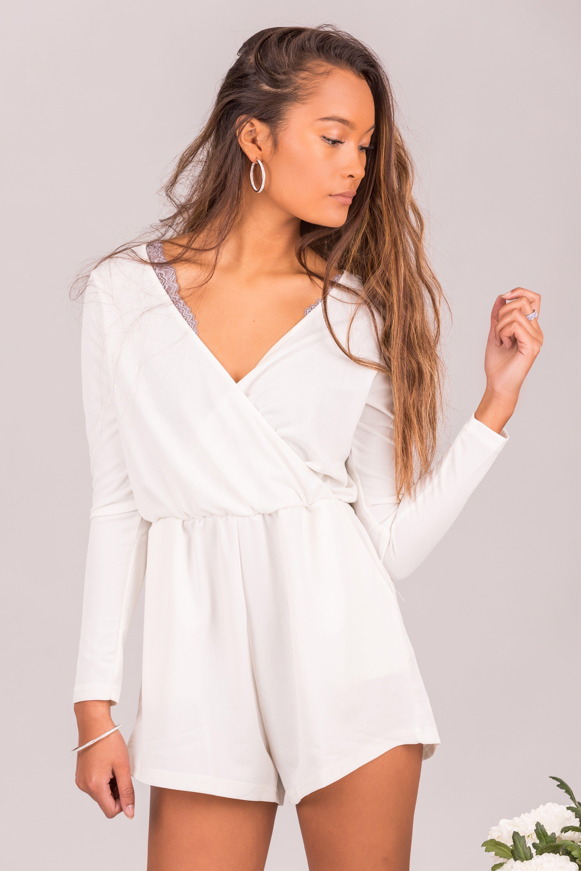 hvid jumpsuit med blonder