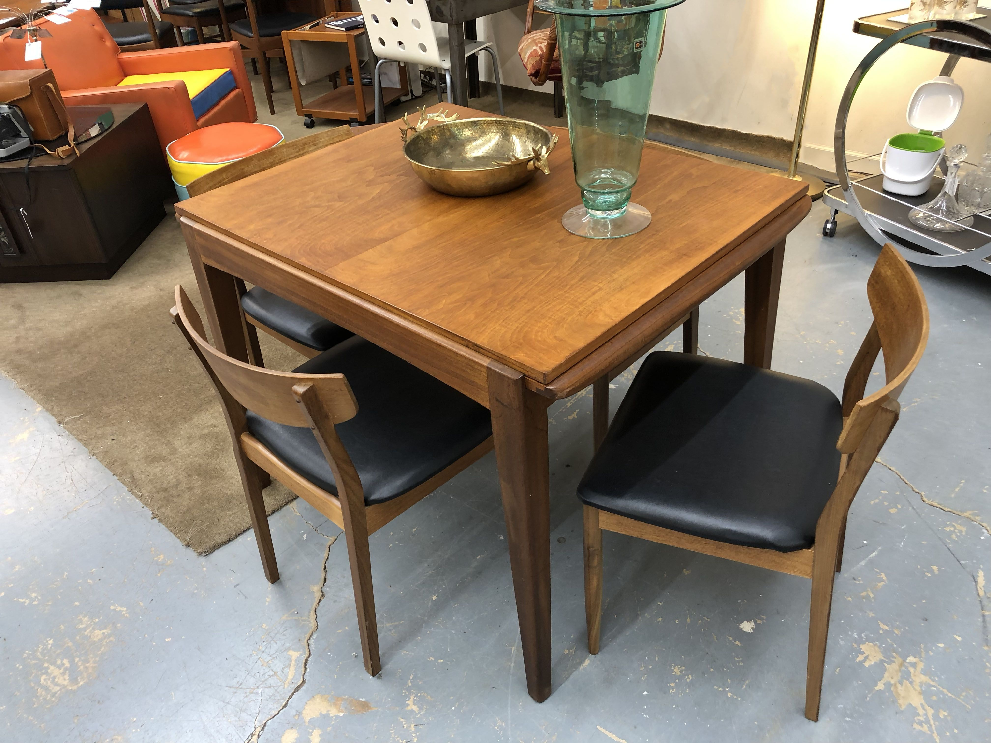 Mid Century Teak Draw Leaf Table 40 68 Length 490 Lula B S 1010 N Riverfront Blvd Dallas Tx With Images Draw Leaf Table Mid Century Table Mid Century Furniture