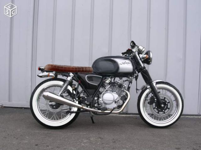 pneu flanc blanc mi mash pinterest custom bikes scrambler and honda. Black Bedroom Furniture Sets. Home Design Ideas