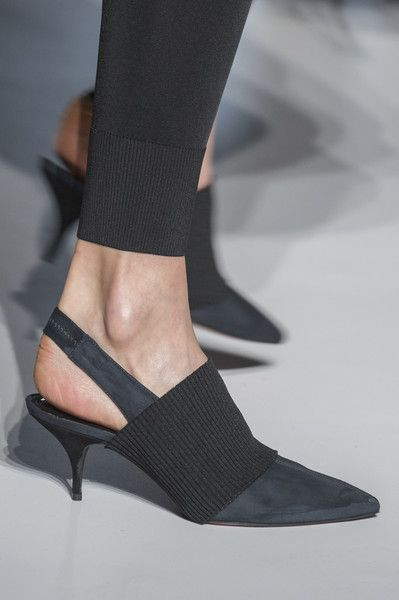 low priced 80b09 29380 Sportmax at Milan Fashion Week Fall 2017 | scarpe | Scarpe ...