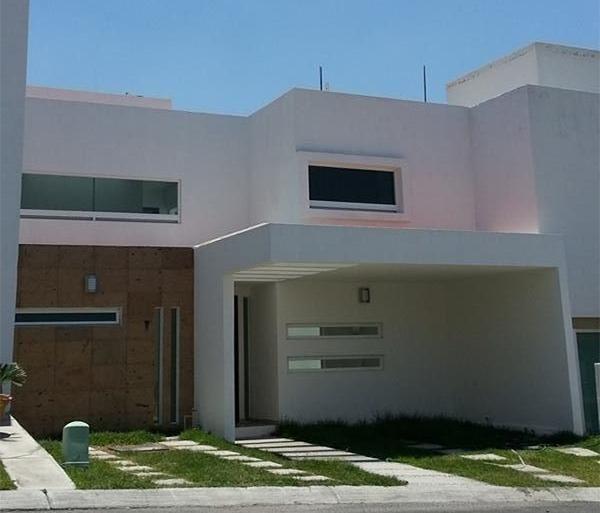 Casa en Venta en Centro Sur, Claustros, 3 Recamaras con