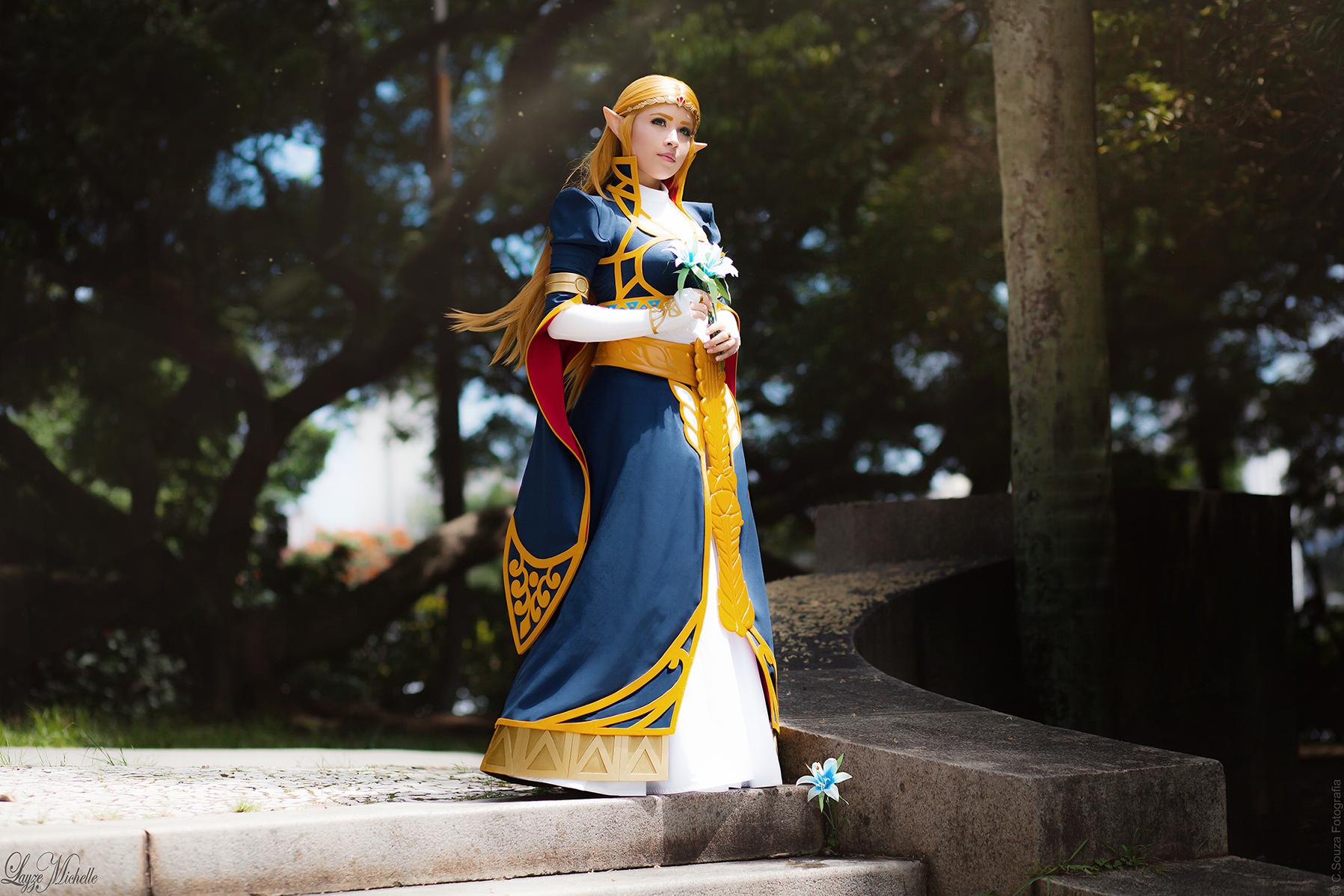 Royal Princess Zelda Cosplay From The Legend Of Zelda