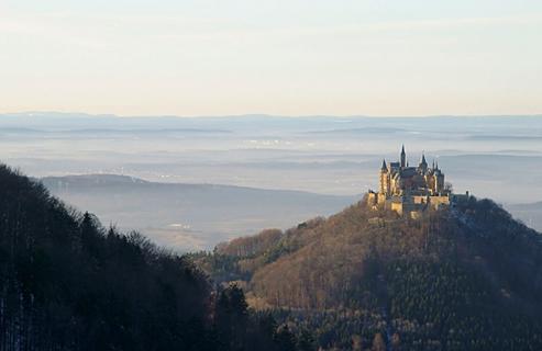 Die Burg Hohenzollern Mit Schwarzwald Hohenzollern Castle European Castles Attractions In Germany