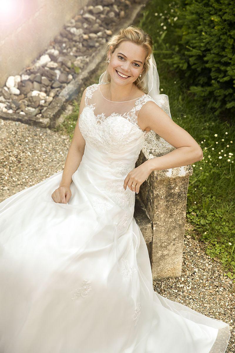 Brautkleid 12730 Dafina mit Schleppe, Organza-Stickerei   Hochzeit ...