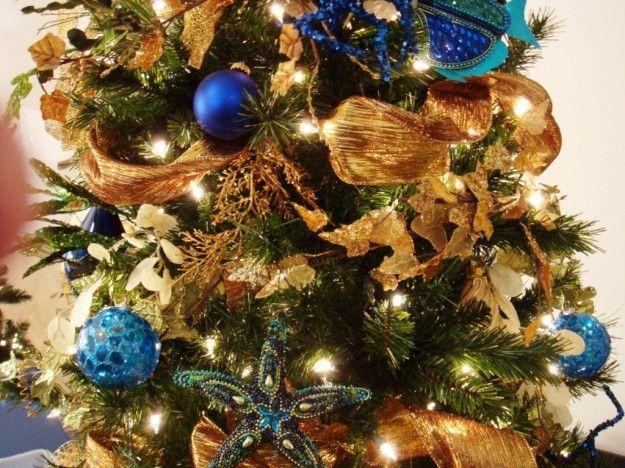 Albero Di Natale Con Decorazioni Blu : Albero di natale con addobbi blu e oro sweet home christmas
