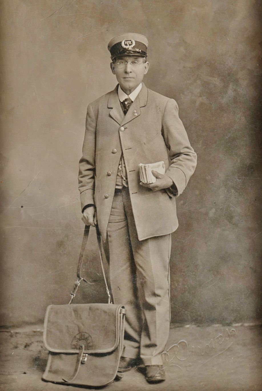 1900s Mail Carrier | MAILMEN AND MAILWOMEN AND OTHER POSTAL