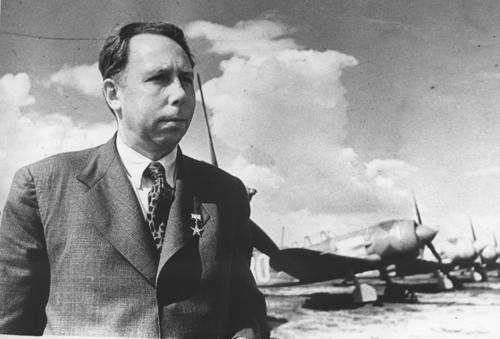 SOUND: http://www.ruspeach.com/en/news/8996/     11 сентября 1900 года в Смоленске родился Лавочкин Семён Алексеевич. Это советский авиационный конструктор. Он был создателем советского современного самолёта-истребителя ЛаГГ-3 из дельта-древесины.      Lavochkin Semyon Alekseevich was born On September 11, 1900 in S