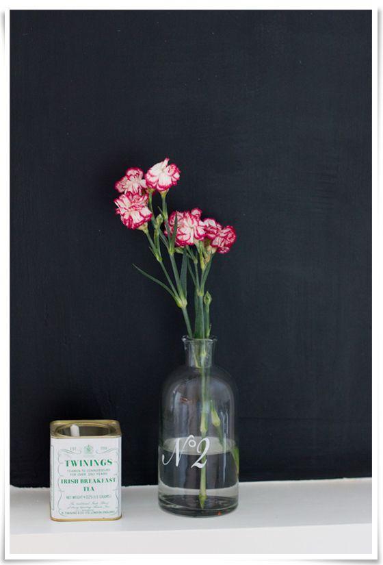 pink and white carnations // photo by Eeva Kolu, Kaikki mitä rakastin -blog