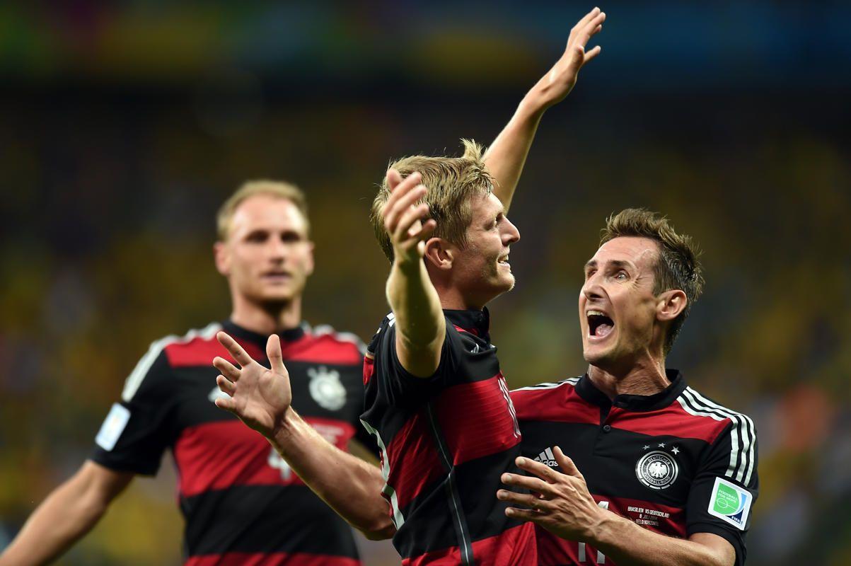 Incroyable Allemagne qui a assommé la Seleçao en moins de 25 minutes.