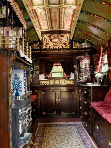 Gipsy woonwagen interieur - gypsy wagons | Pinterest - Woonwagen ...