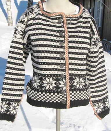 Fana-jakke str. M.  Lett innsvinga, det er ein kort modell.
