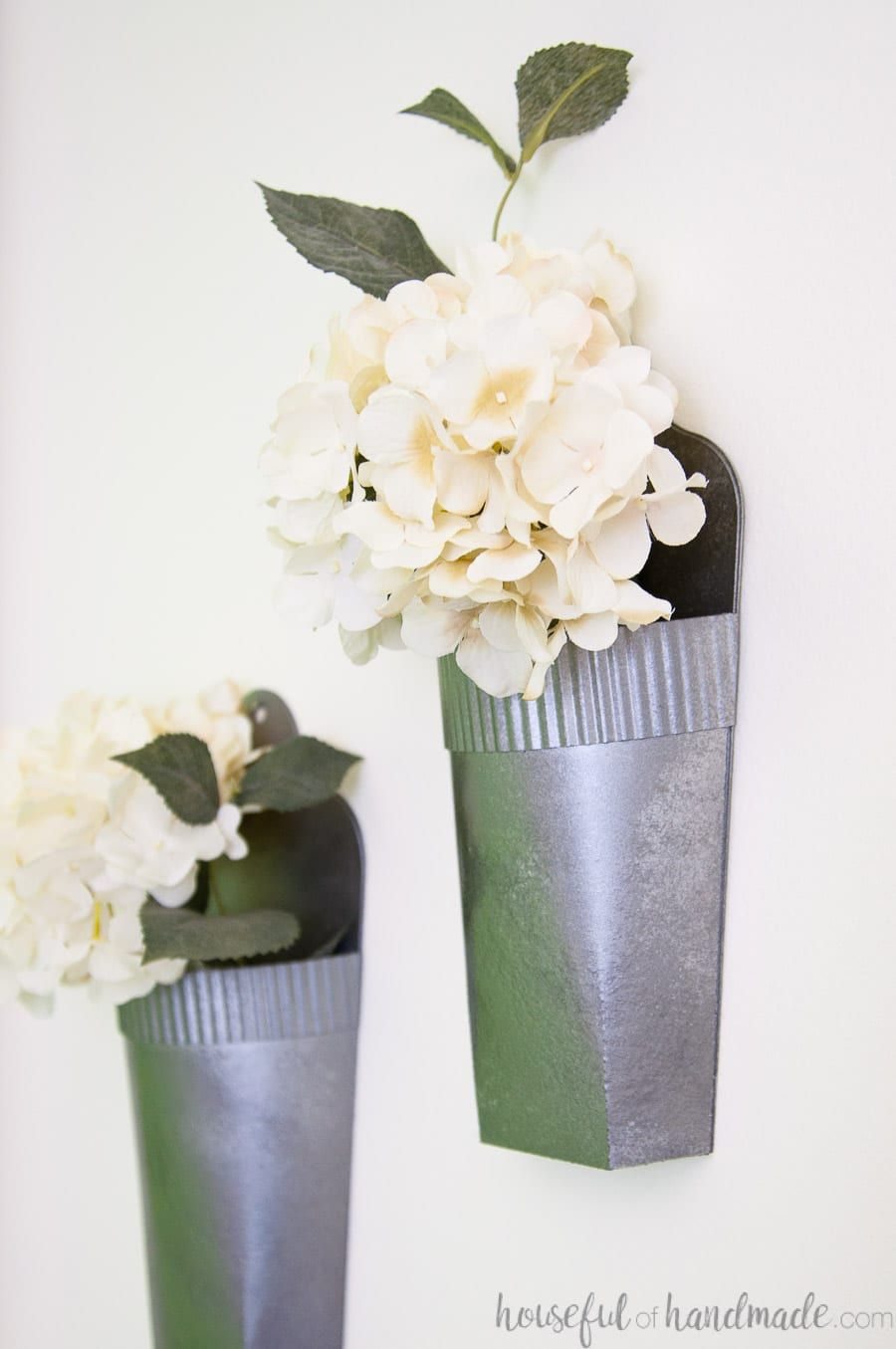 You Will Never Guess What These Amazing Metal Wall Vases Are Made From And They Are So Fun And Easy To Make Wall Vase Metal Wall Planters Cheap Wall Decor