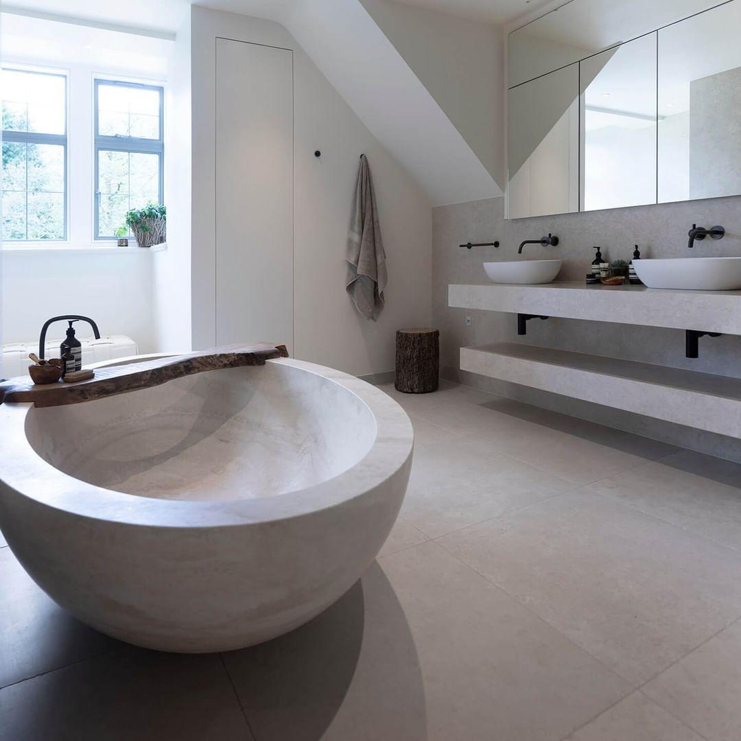 Cocoon Bathroom Design Brand On Instagram Lake View House A Very Large And Beautifully Located Projec Salle De Bain Noir Carrelage Salle De Bain Deco Maison