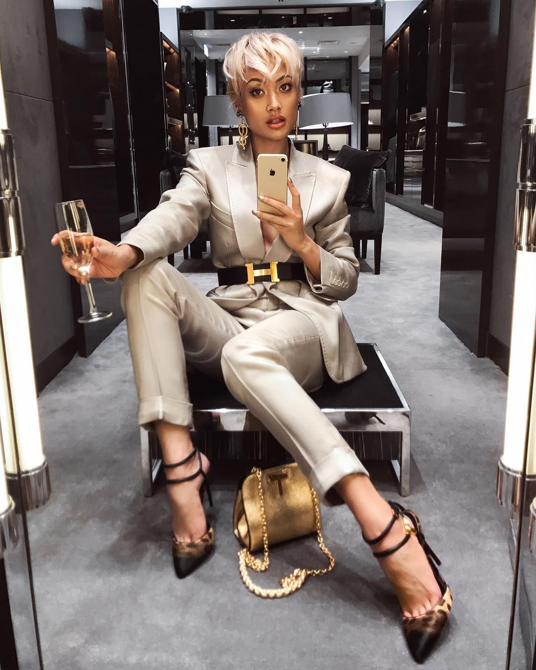 ac7fbb7de I don't pop molly I rock Tom Ford ✨ @tomford suit, purse & heels via  @harroldsaus