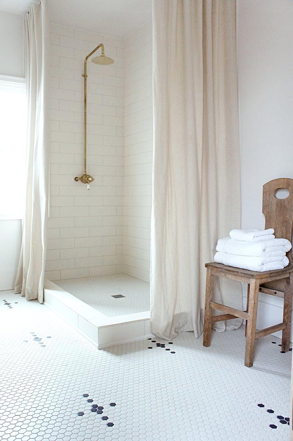 Mosaic Tile Floor Ideas for Vintage Style Bathrooms | Open baths ...