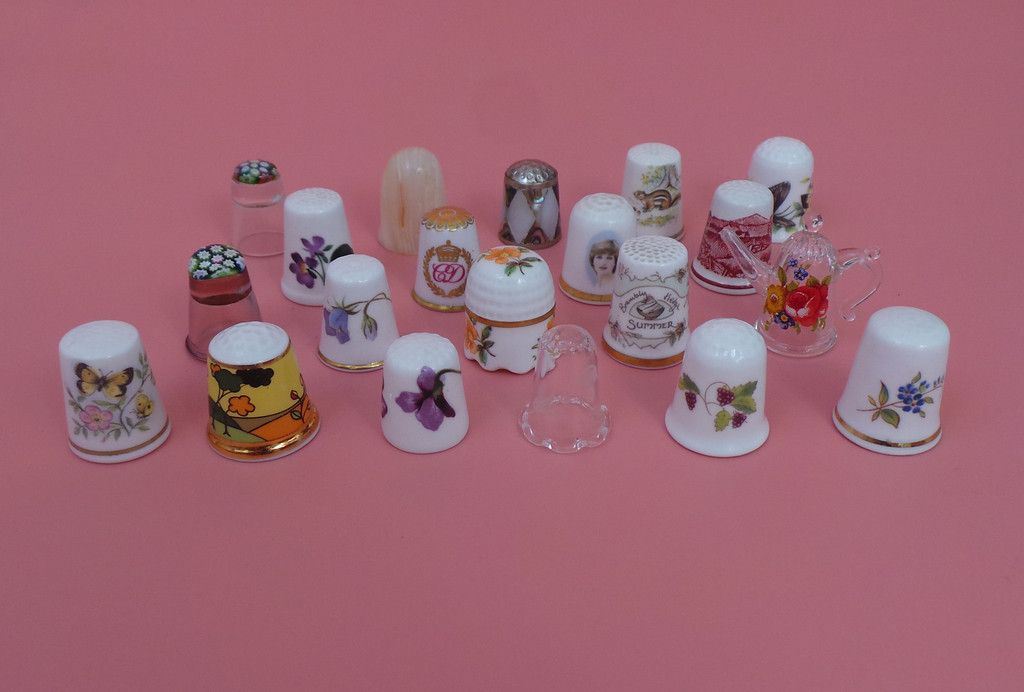 Collection Of 20 Thimbles Good Makes ie Caithness, Royal Doulton, Worcester etc