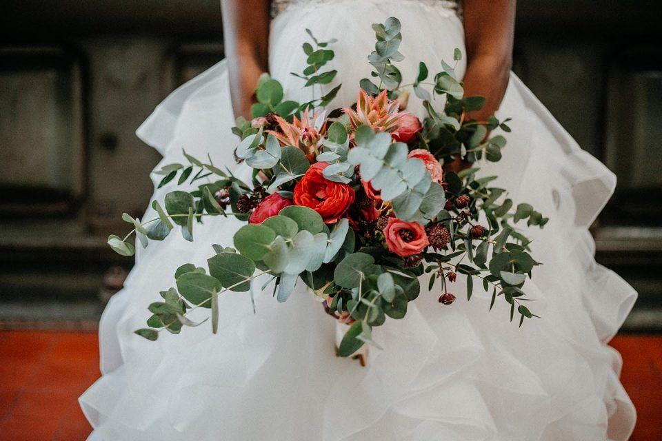 Authentische Hochzeitskontraste In Der Alten Pumpe Berlin Hochzeitswahn Sei Inspiriert Hochzeit Grau Und Gold Hochzeitswahn