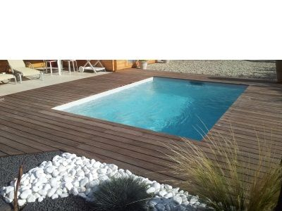 Piscine coque polyester cuba terrasse bois exotique cumaru for Installation piscine bois