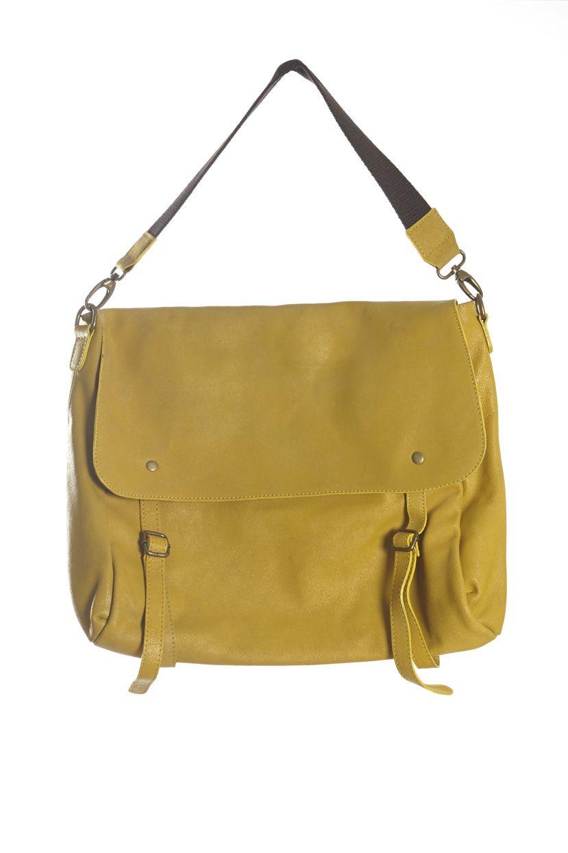 66b5756d2 Bolso de piel amarillo Bolso en forma de cartera. Tamaño grande, con  solapa. Color amarillo y dos asas; una de ella ajustable. En la parte  trasera, ...