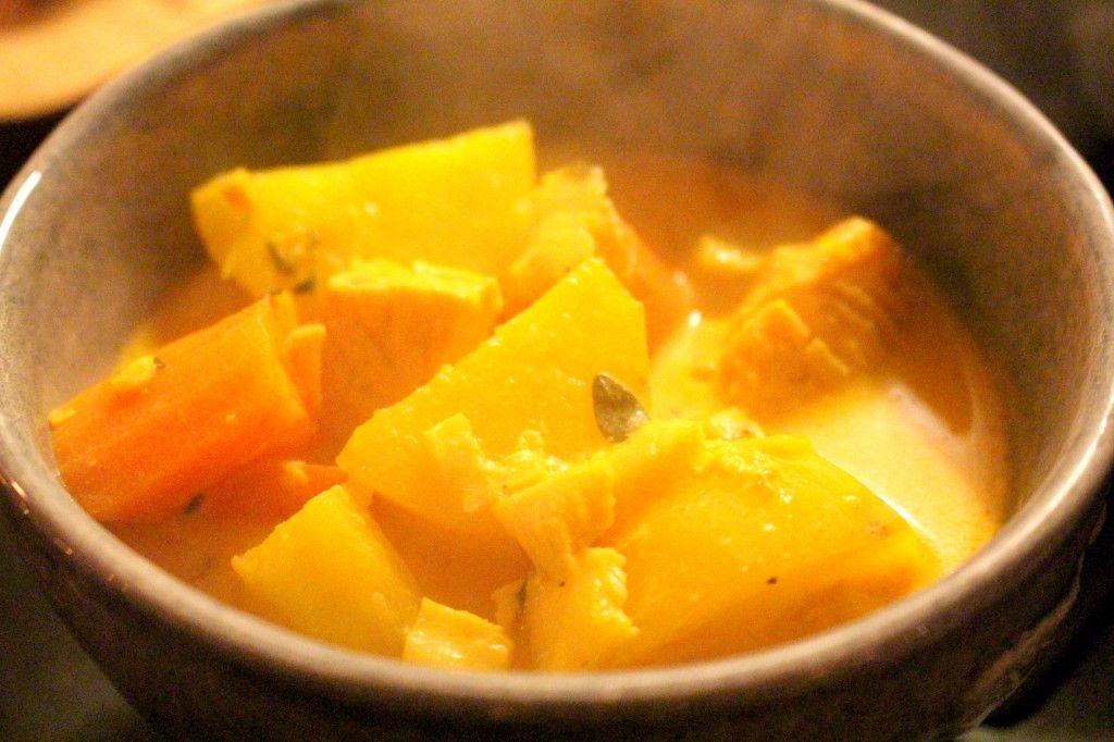 Ett litet middagstips denna Söndag. Detta blev så underbart gott och jag längtar tills vi ska äta det igen. En krämig fisksoppa med smak av saffran. Till det åt vi ett gott bröd. Det vattnas i min mun nu när jag skriver om den här soppan alltså. RECEPT: 400 gr torskrygg 300 gr laxfile 1 [...]