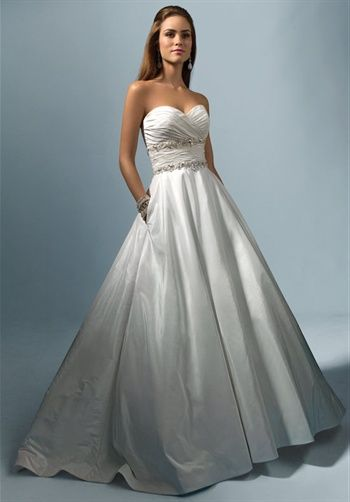 I\'m in my wedding dress! It doesn\'t have pockets! Who has pockets ...