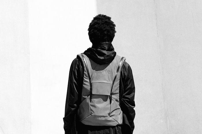 Y 3 Sport Backpack: el chaleco futurista de Adidas que causa