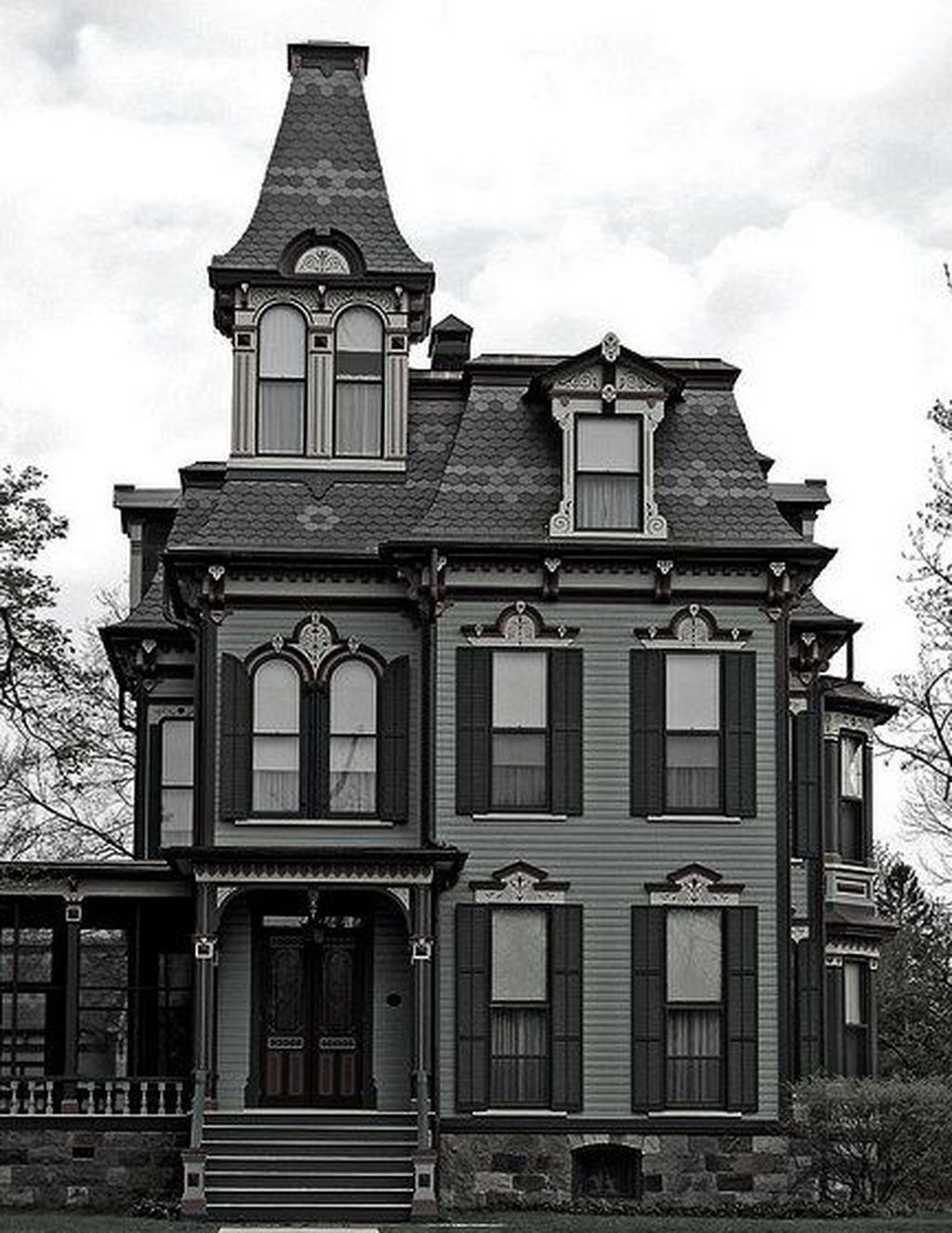 34 Amazing Gothic Revival House Design Ideas Spanish Style In 2020 Victorian Homes Gothic House Victorian Style Homes