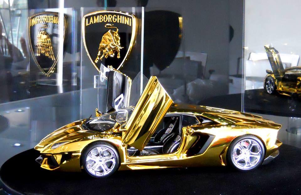 Lamborghini Aventador LP700-4. \