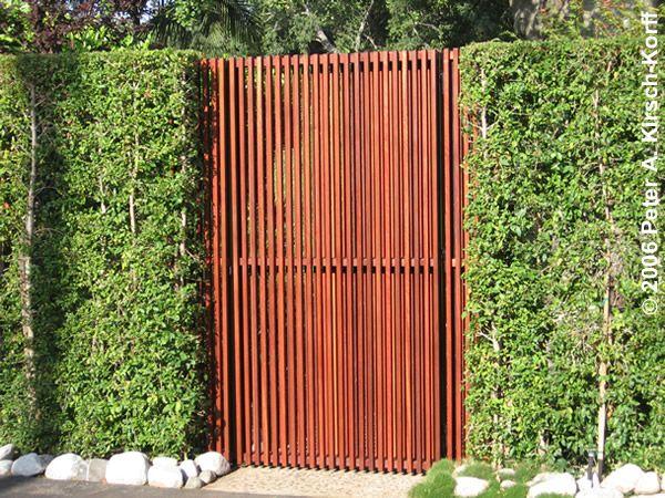 Modern Vertical Slat Mangaris Tm Entry Gate Serving