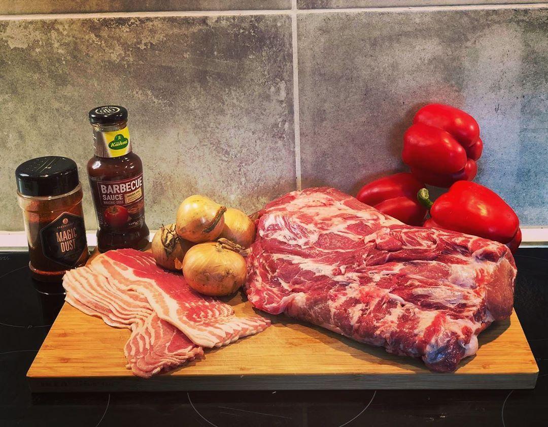 Erster Versuch Outdoor Cooking Mit Den Dutch Oven Es Gab Super Leckeres Schichtfleisch Outdoorcooking Dutchoven Dutchovencooking Food Meat Steak