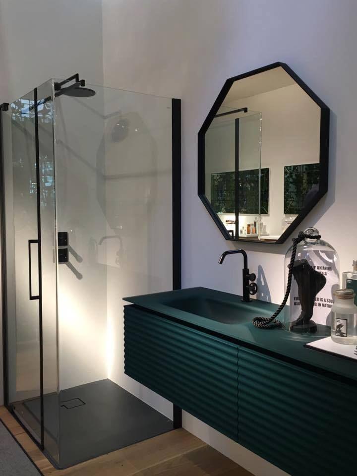 Una delle composizioni di arredo bagno presentate al for Arredo bagno cagliari
