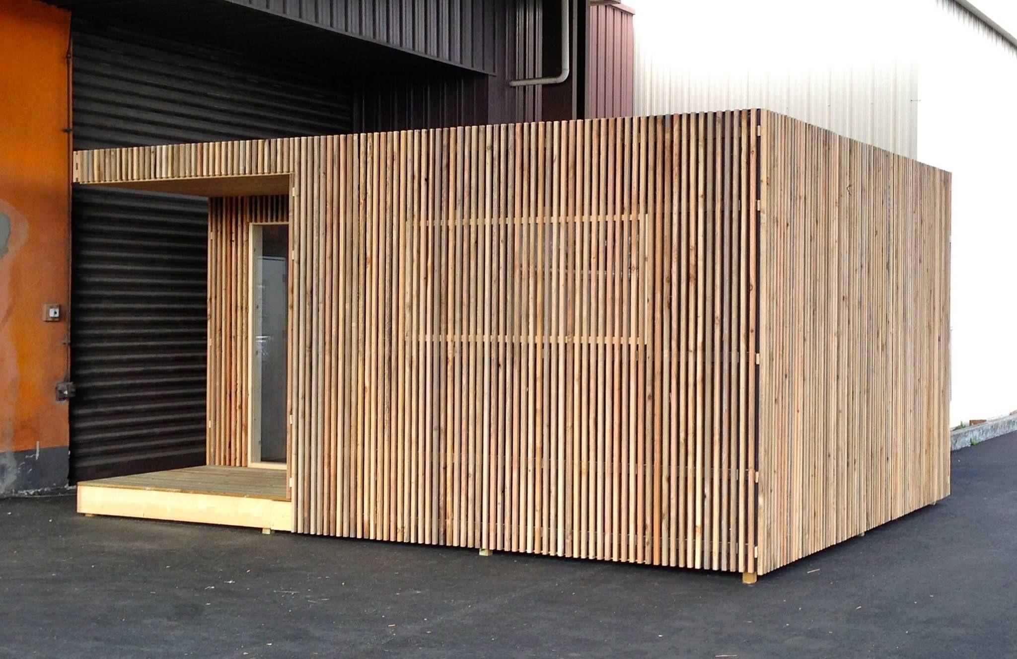 Vue extérieure de l'extension de maison Greenkub de 20m2 (With images) | Small cottage, Wood ...