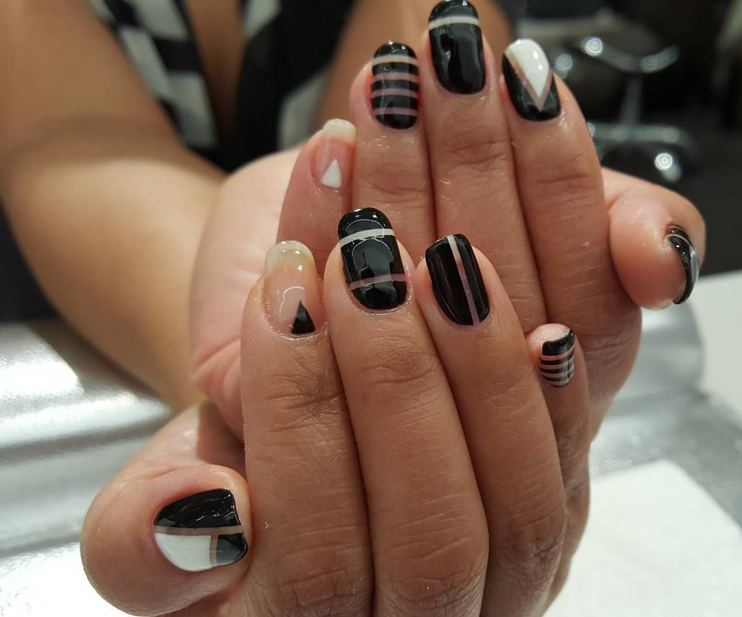 #joannesnaildesign #joanne #Virginia #geldesign #Fairfax #linedesign #blackandwhite#gelnails #naildesign #nailart #
