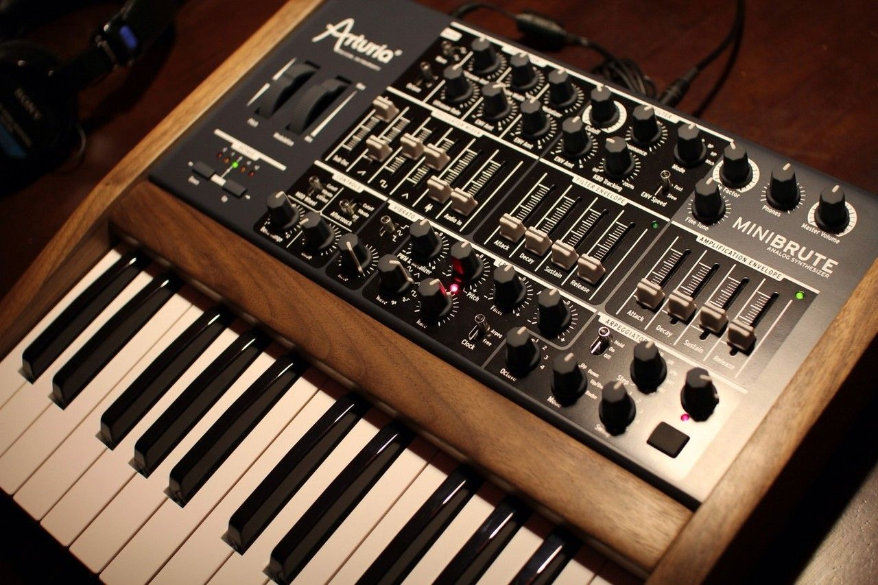 Arturia Minibrute Custom Synth Synths Keys And Noises Music Electromusiccom View Topic Please Explain Me This Ad Envelop Computer Studio Equipment Drum Machine Hickory Sticks