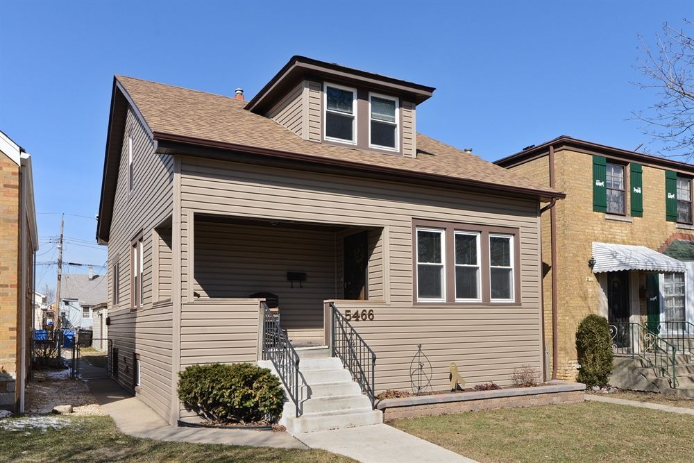 Well maintained home in desirable norwood park one of few