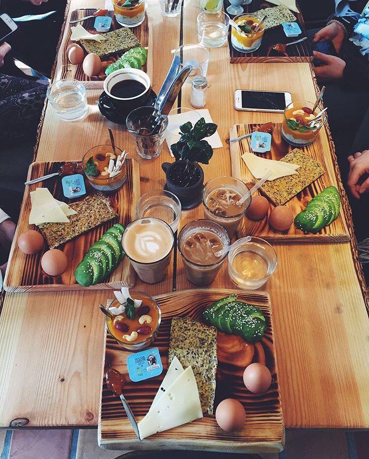 """Yelp København on Instagram: """"Det her skete i morges  Cecilie D.s succesfulde morgenmadsklub indtog denne gang nye Social. Billede af Rebecca M. @rrebekha ☕️ #yelpearlybird @cecilielykke #yelpkbh @socialcopenhagen"""""""