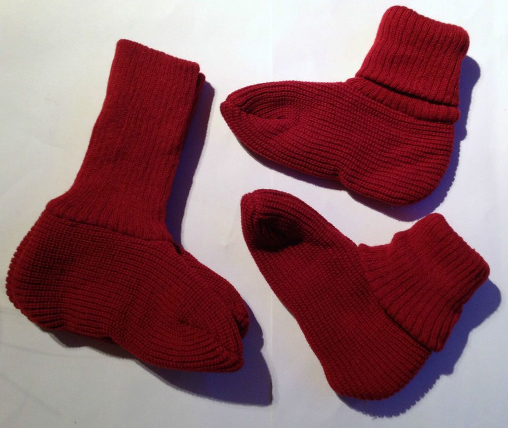 3b7b4688715d 2 pairs NEW Red bed socks Size 5-7 in Clothes