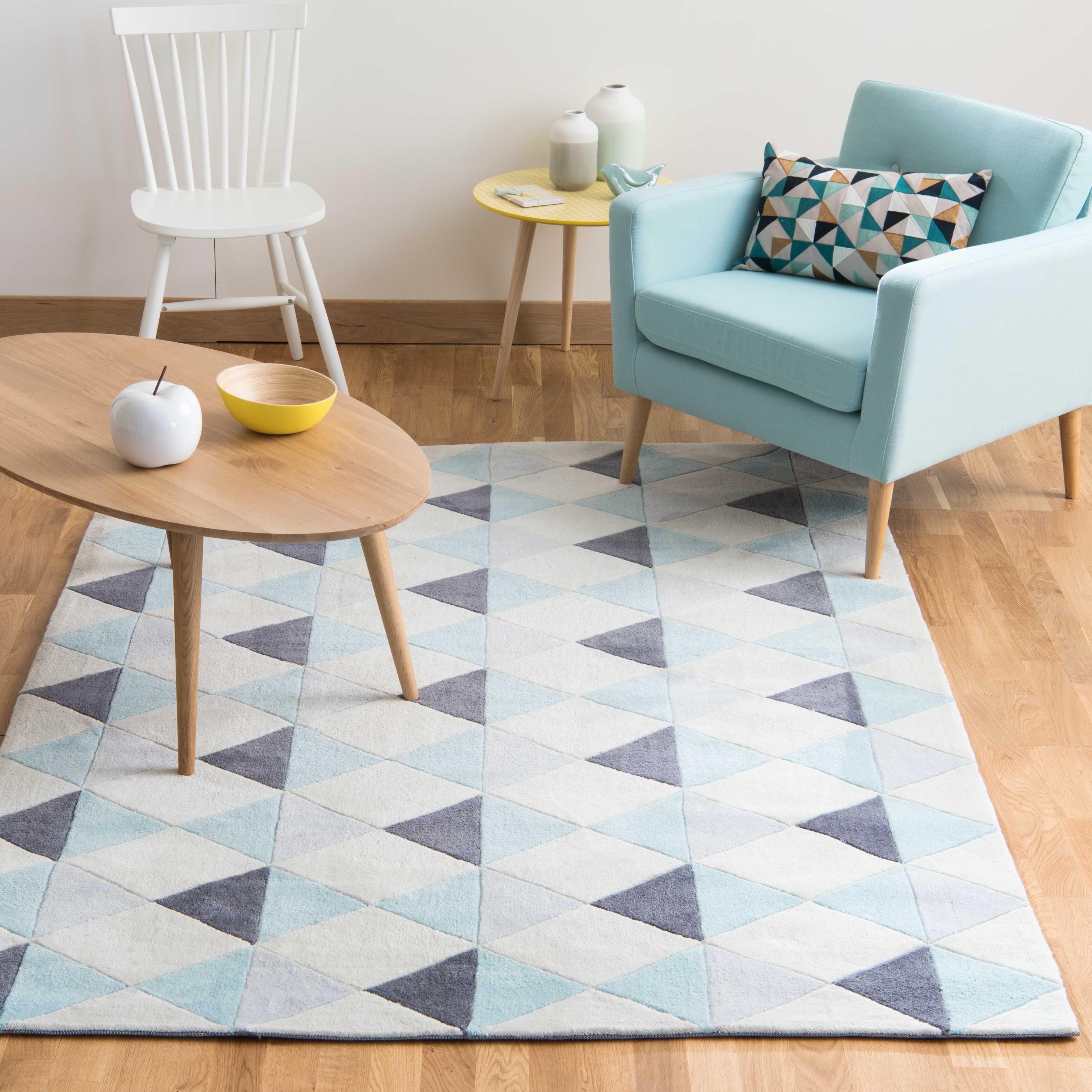 Tapis A Poils Courts Bleu Motifs Graphiques 140x200 House