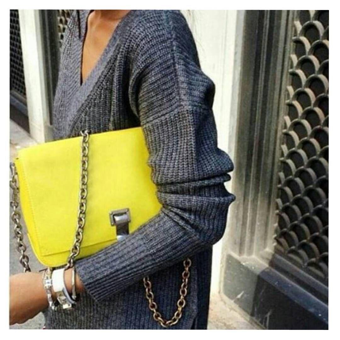 https://instagram.com/p/8OHFgxNWxj/?taken-by=fashion_atmosphere