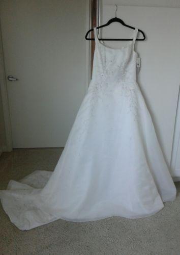 Monique Luo Wedding Dress Size 10 | Wedding dress accessories ...