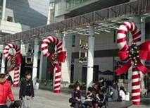 Large Candy Cane Decorations Outdoors Candy Canes Use Pipe Insulationpool Noodle With Wire For Smaller