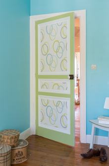 Poser un nouveau papier peint sur une porte   Idée de décoration, Décoration maison, Decoration