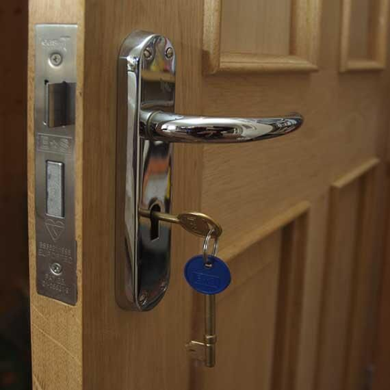 Tmc Polda Metro Jaya On Twitter Door Locks Door Handle With Lock Front Door Locks