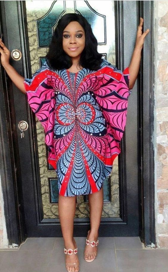 Beautiful Short Ankara Gown designed in 2019 - isishweshwe #ankarastil Beautiful Short Ankara Gown designed in 2019 - isishweshwe #ankarastil