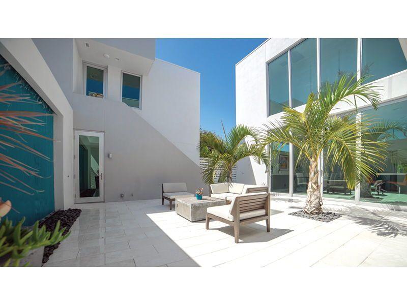 Sleek Modern Home Courtyard Plan 152d 0004 Remodel Bedroom Guest Bedroom Remodel Modern Style House Plans