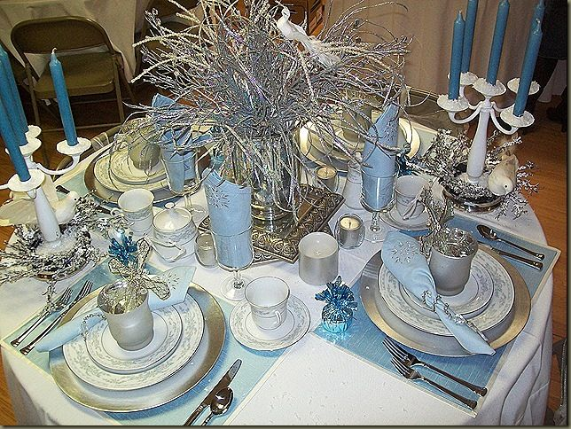 Colorful Dining Table Centerpieces: Winter Wonderland Christmas Table
