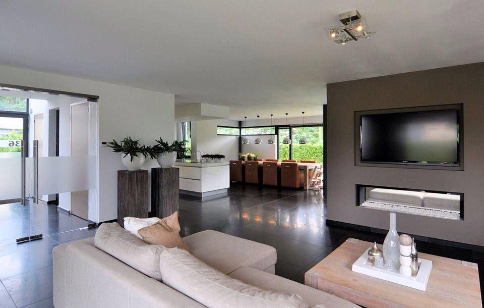 mooi strak interieur idee van haard onder tv erg leuk ideaal bij ons zuilen ook leuk staan